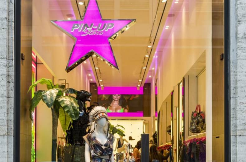 Nuovo flagship store milanese per Pin-Up Stars